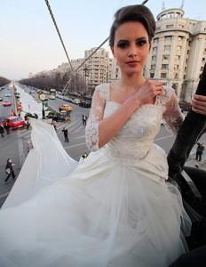 pengantin dengan gaunt terpanjang, Kado Hadiah Pernikahan Unik