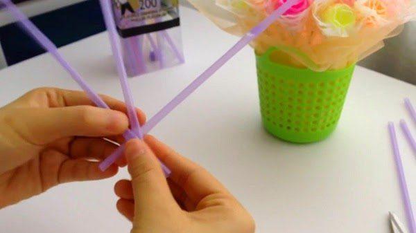 Beberapa Kreasi Bunga Plastik Berbahan Dasar Sedotan
