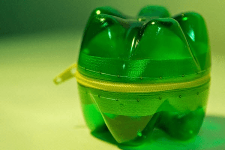 Bungkus kado unik dari botol bekas