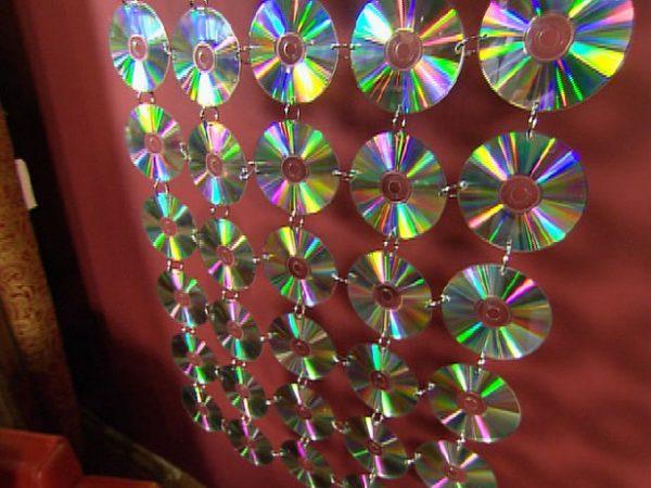 Hiasan Dinding dari Potongan CD
