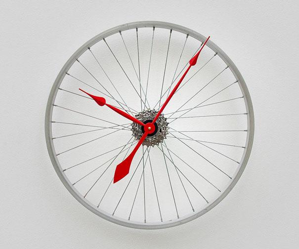 Jam Dinding dari Rangka Roda Sepeda