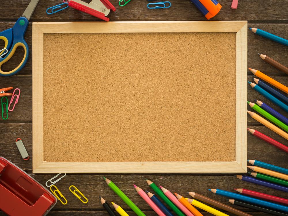 Krayon atau Pensil Warna yang Dilengkapi dengan Kertas Bergambar
