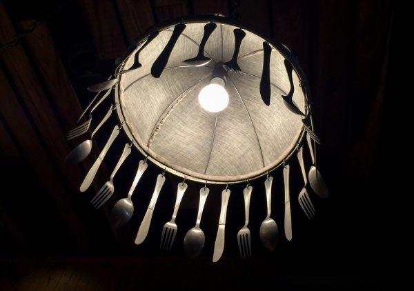 Lampu Hias dari Kumpulan Sendok Bekas