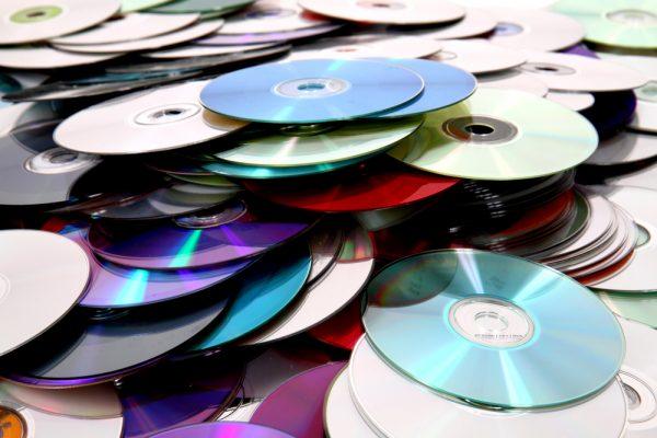 Membuat Piring Mozaik dari Keping CD bekas