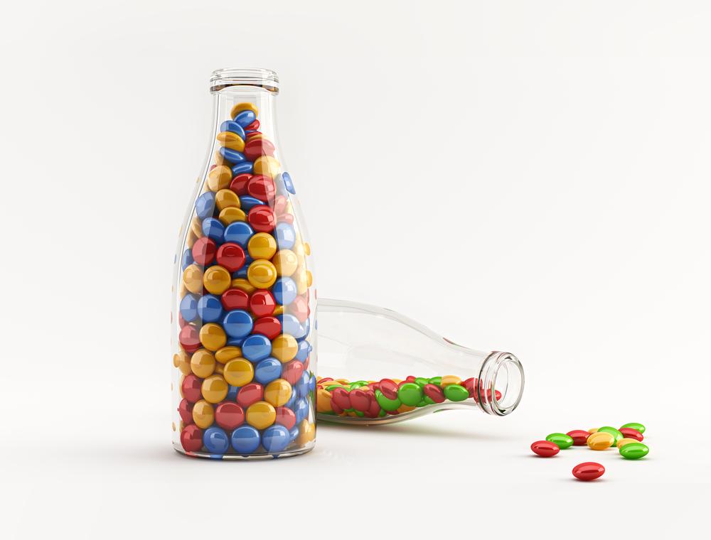Permen Warna-warni di Dalam Botol Kaca Kecil