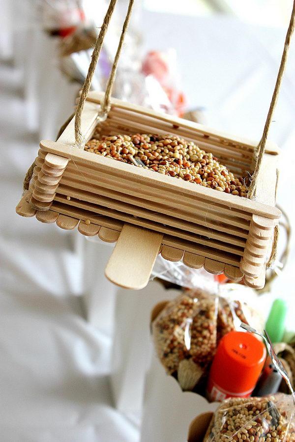 Wadah Makan Burung dari Stik Es Krim