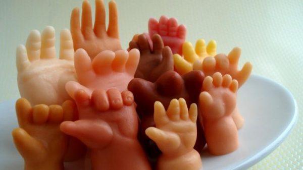 Sabun berbentuk tangan bayi - Tribunnews.com