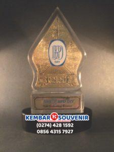 Harga Piala Akrilik, Harga Plakat Akrilik Surabaya