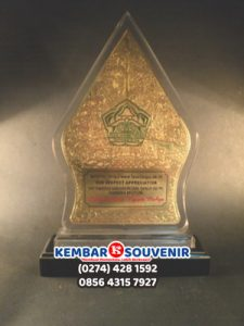 Plakat Surabaya, Rumah Plakat Surabaya, Harga Plakat Acrylic