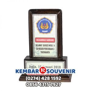 Jual Plakat Kayu, Harga Plakat Akrilik Bandung