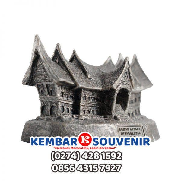 Miniatur Rumah Adat Papua, Miniatur Rumah Adat Minang