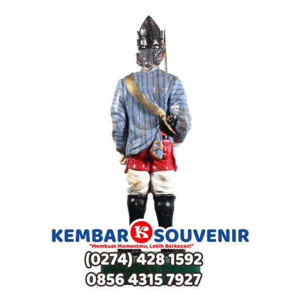 Pengrajin Patung Fiber Jakarta, Miniatur Abdi Dalem