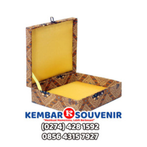 Bikin Box Plakat, Surabaya, Bandung | Kotak Plakat Vandel