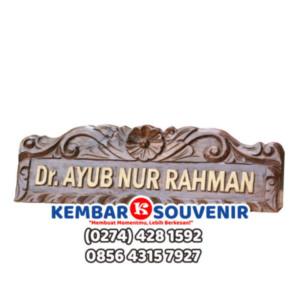 Papan Nama dari Kayu | Papan Nama di Meja