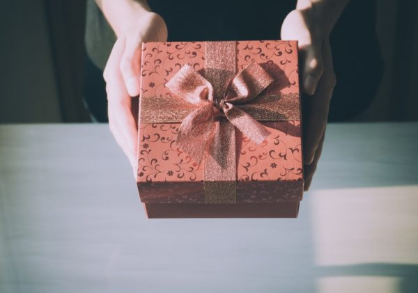 Tips Mencari Hadiah yang Sesuai dengan Karakter Sahabat Anda